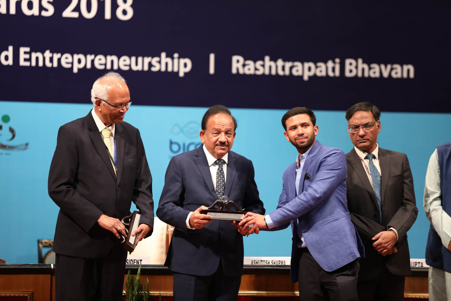 UPES student receiving Gandhian Young Technological Innovation Award