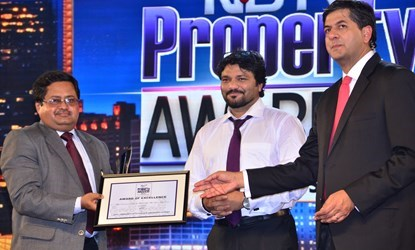 UPES accepting NDTV Parryware Award